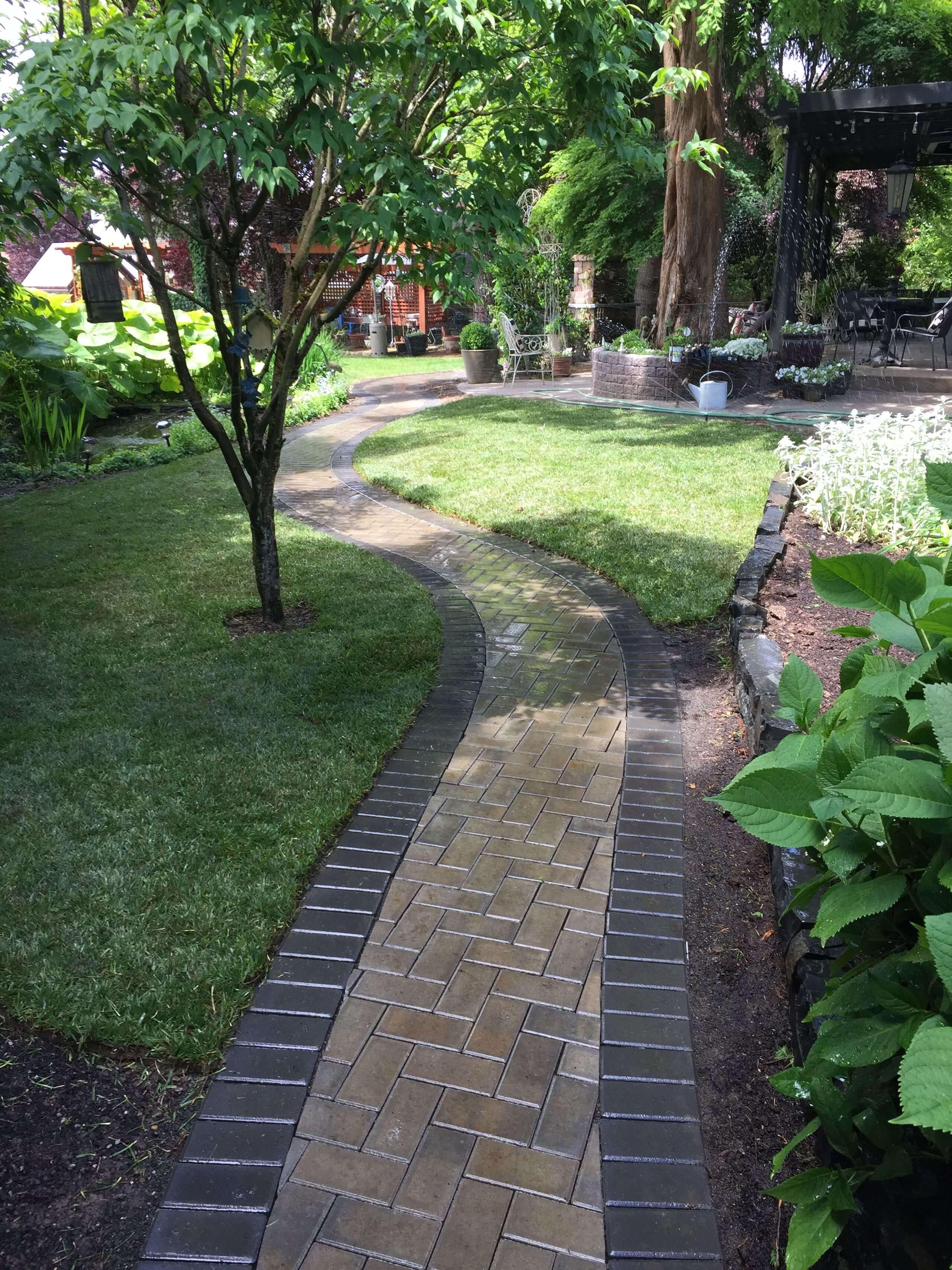 https://shovelandthumb.sfo3.digitaloceanspaces.com/patios walkways/walkway 11