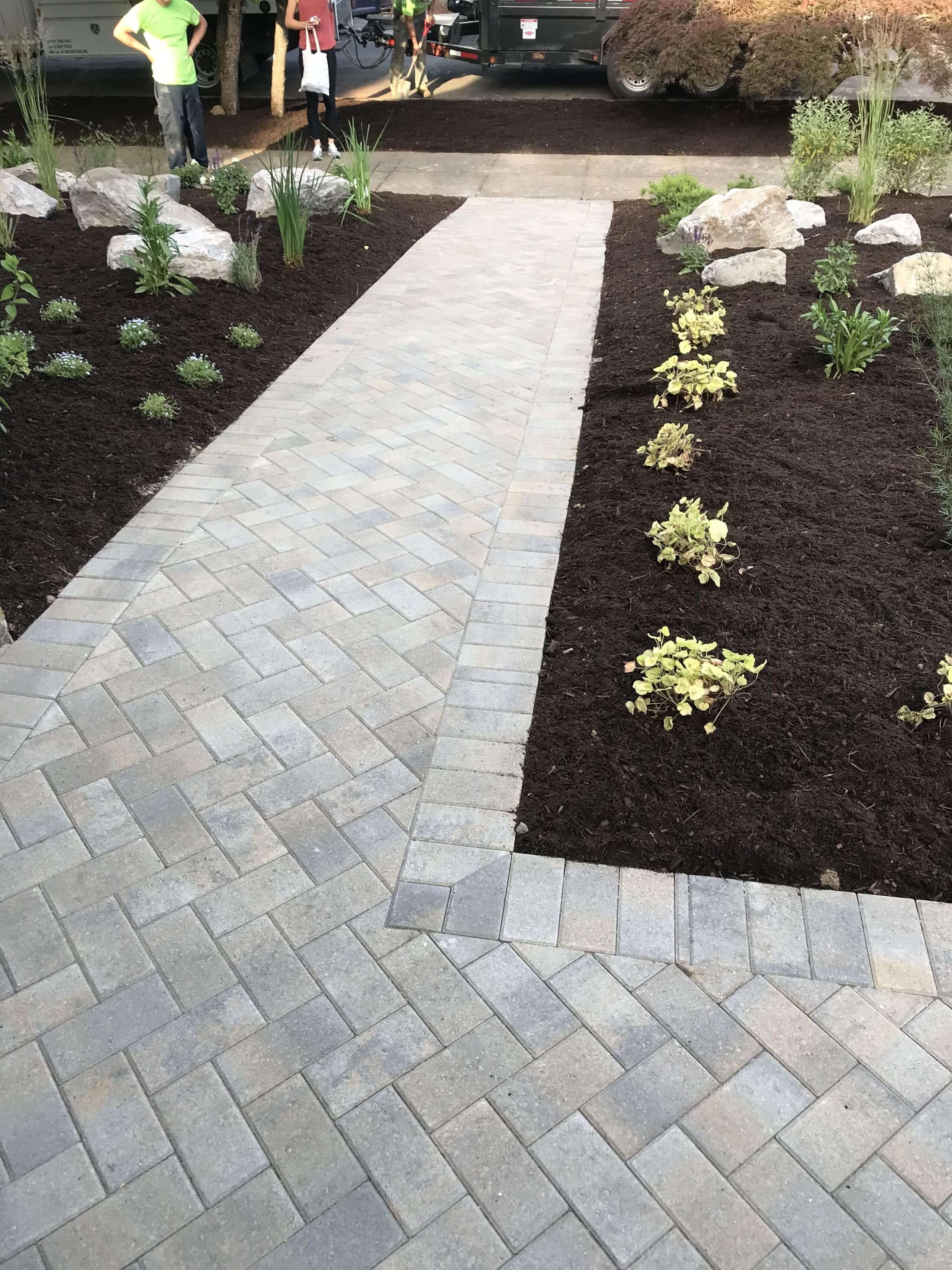 https://shovelandthumb.sfo3.digitaloceanspaces.com/patios walkways/walkway 6