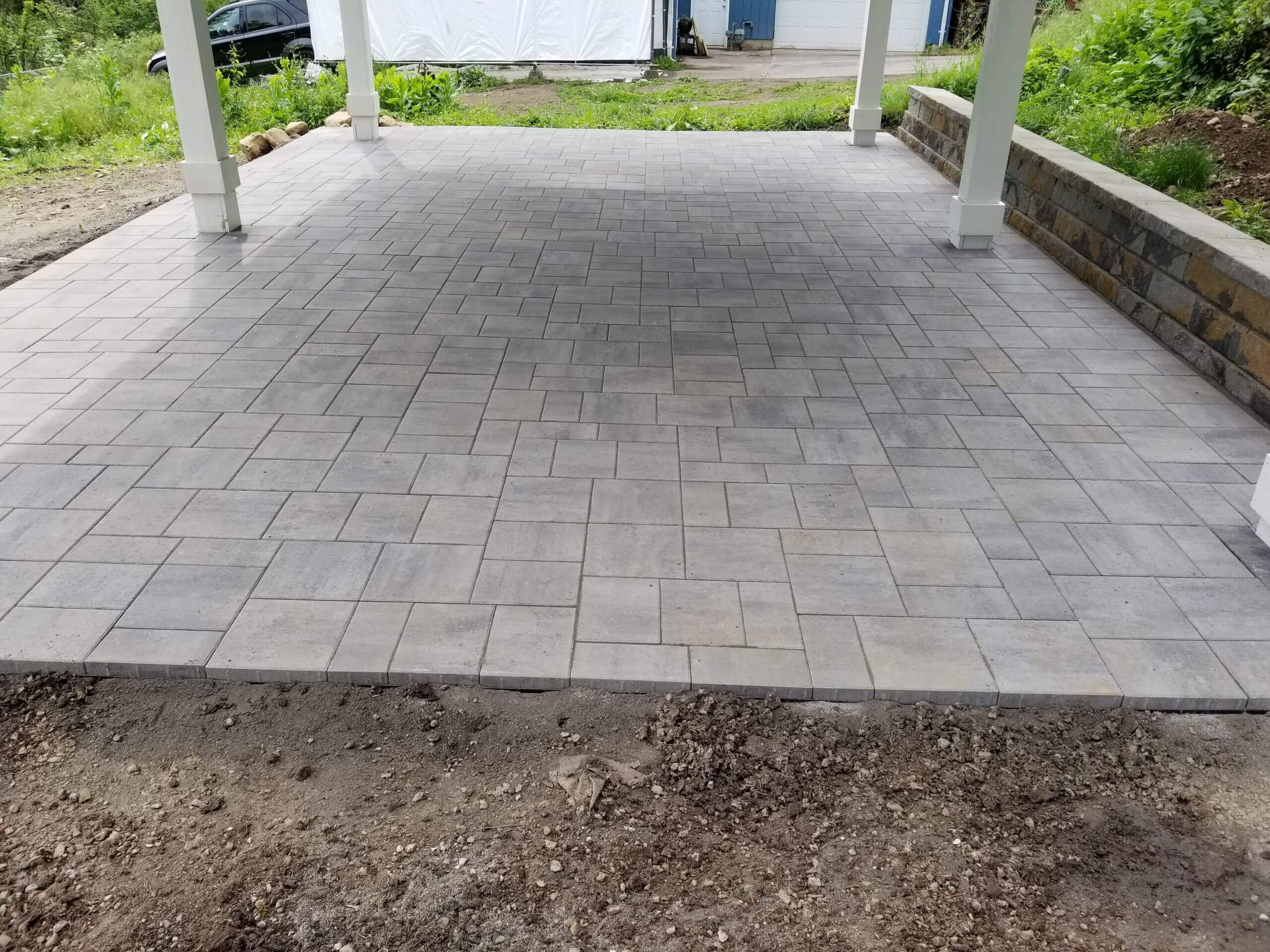 https://shovelandthumb.sfo3.digitaloceanspaces.com/patios walkways/patio 1