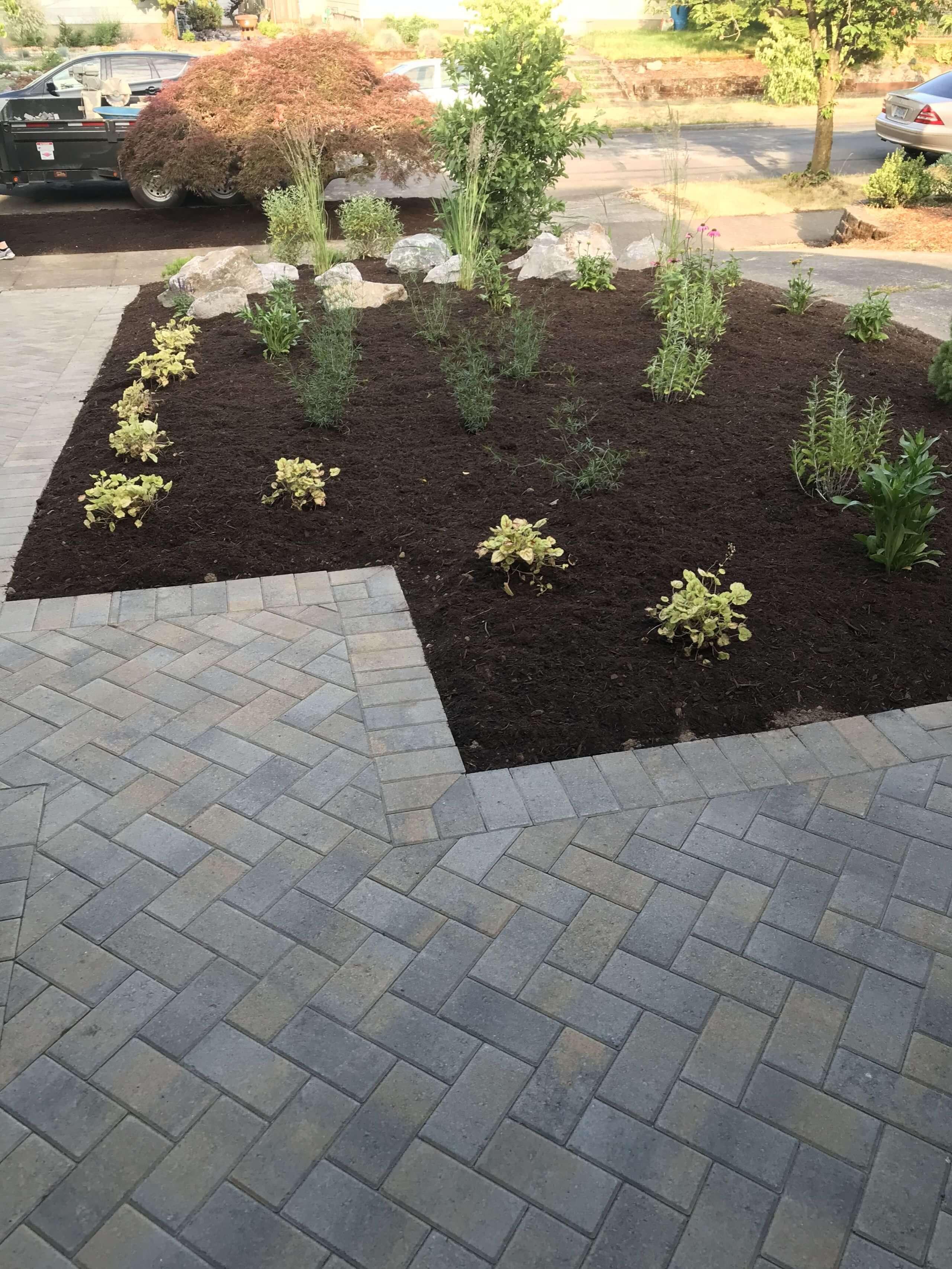 https://shovelandthumb.sfo3.digitaloceanspaces.com/patios walkways/patio 11