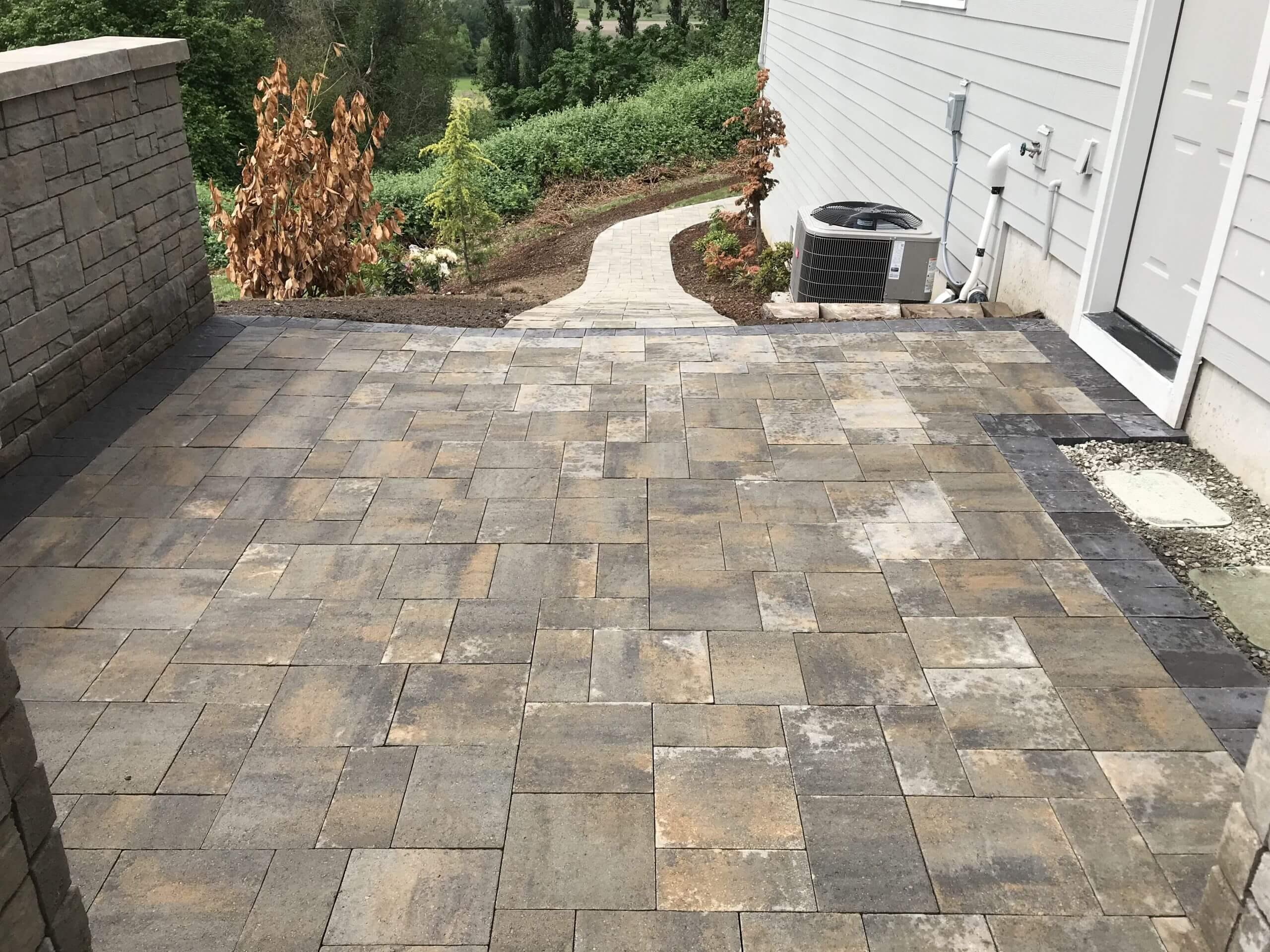 https://shovelandthumb.sfo3.digitaloceanspaces.com/patios walkways/patio 6