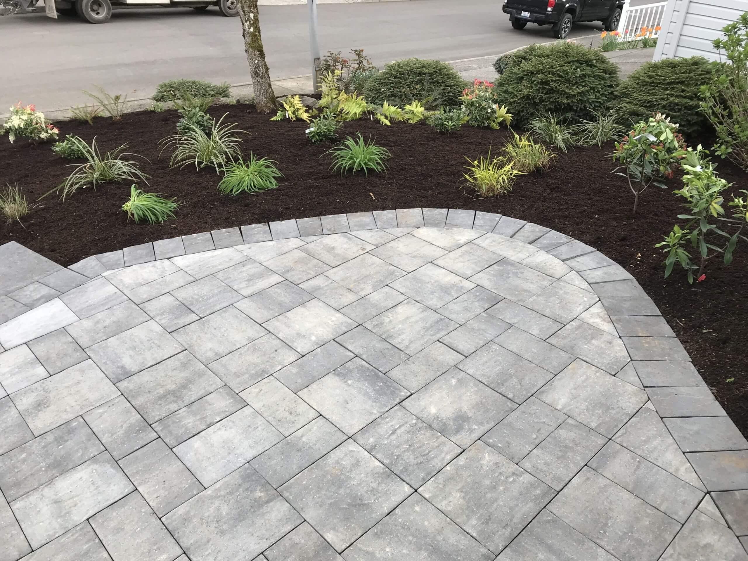 https://shovelandthumb.sfo3.digitaloceanspaces.com/patios walkways/patio 8